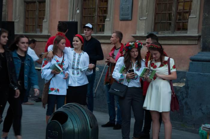 Перед выступлением. украинские песни запросто можно послушать и в центре города. Фото Анастасии Вереск