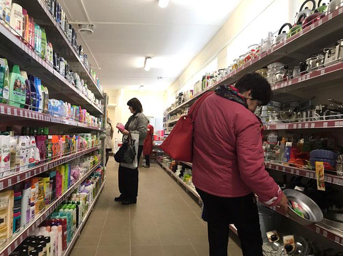 Днем, в будний день, покупателей в Весте оказалось достаточно много. Фото Кристины Литвиновой