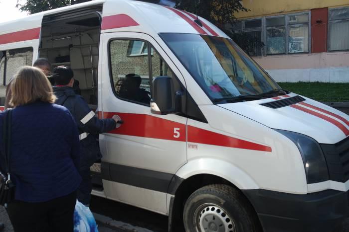 Игоря Постнова увозит скорая. Фото Владимир Борков
