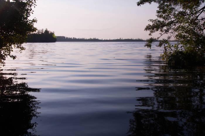 Осенние сумерки на озере Черном, втором по величине в Ельне. Фото Анастасии Вереск