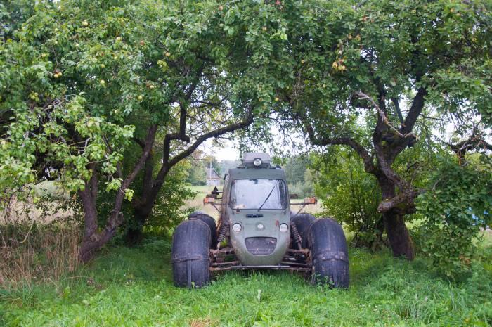 Такая машина ездит со скоростью около 40 км/ч. Фото Анастасии Вереск