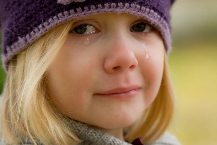 ребенок слезы