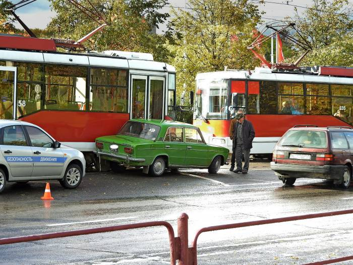 Не зевай, идёт трамвай. Фото Светланы Васильевой