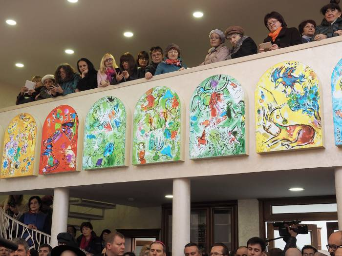 17 октября разделить радость с членами еврейской общины собрались как католики, так и православные. Фото Светланы Васильевой
