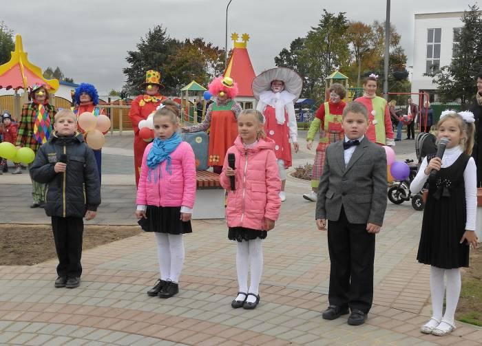 В центре Дубровно появился игровой комплекс для детей разного возраста. Фото Светланы Васильевой