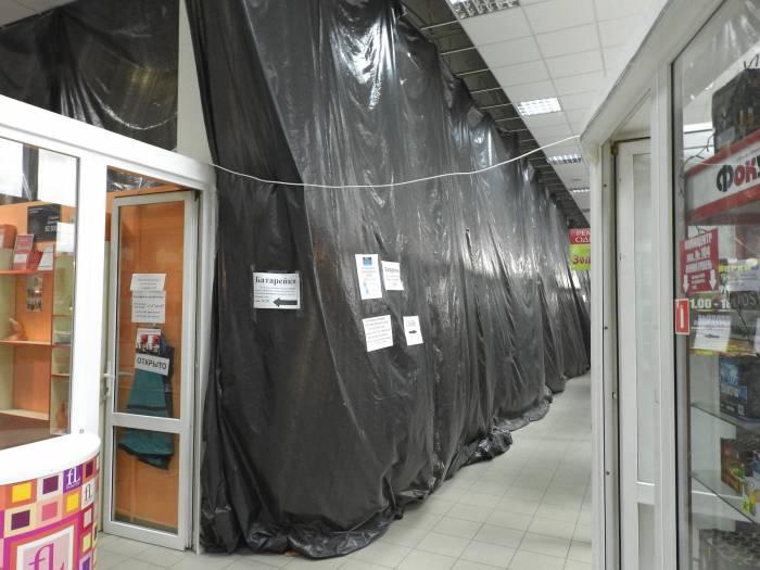 В ТЦ «Европа» «кипит» работа - скоро здесь будет новый магазин сети «Евроторг». Фото Светланы Васильевой