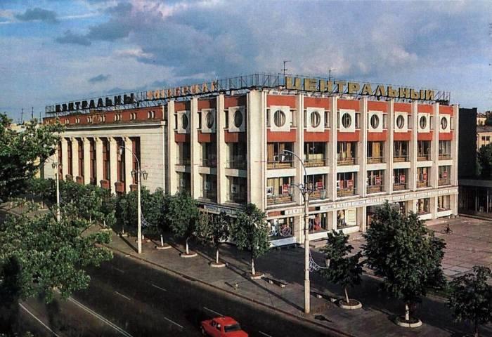 Универмаг Витебска на советской открытке 1984 года