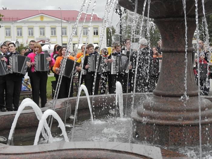 В центральном сквере появился «Фонтан встреч». Фото Светланы Васильевой