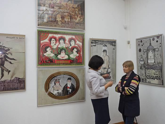 Работы известного польского художника Ришарда Кая, который делает неповторимые плакаты для театральных спектаклей, опер, концертов, выставлены в Арт-центре Марка Шагала. Фото Светланы Васильевой