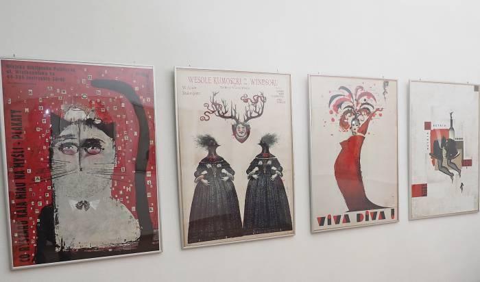 Постеры от Ришарда Кая анонсировали театральные спектакли, фильмы и фестивали. Фото Светланы Васильевой