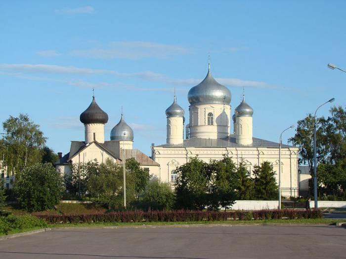 Покровский монастырь в Великом Новгороде. Фото ru.wikipedia.org