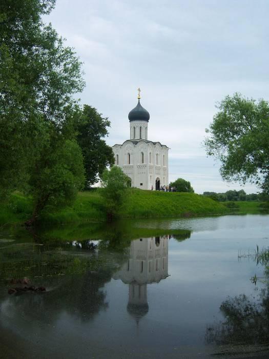 Церковь Покрова на Нерли - старейший храм в честь праздника Покрова. Фото ru.wikipedia.org