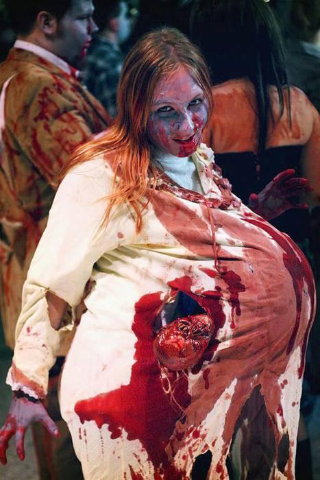 Хеллоуин. «Беременная» с мертвым ребенком. Фото: http://www.ruethedayblog.com