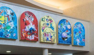 Копии шагаловских витражей «Двенадцать колен Израилевых» в синагоге Витебска. Фото Светланы Васильевой