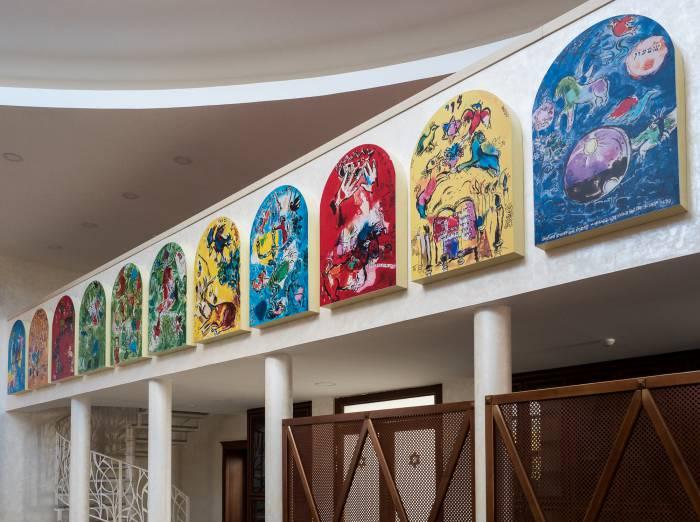 Копии работ Марка Шагала - цикл витражей «Двенадцать колен Израилевых». Фото Светланы Васильевой