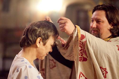 Крещение: одевается нательный крест. Фото: https://www.babyblog.ru