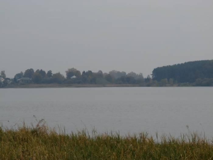 Там, вдалеке, виднеется холм где стоял Тадулинский монастырь. Фото Игоря Куржалова