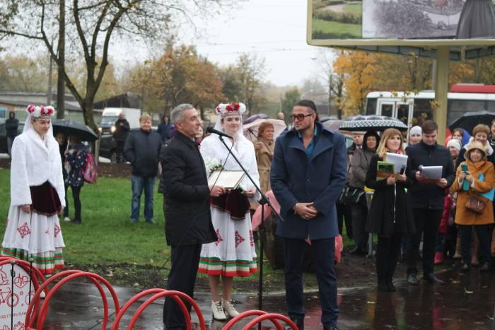 Памятные дипломы тем, кто помог оформить парк. Фото Ольга Витебская