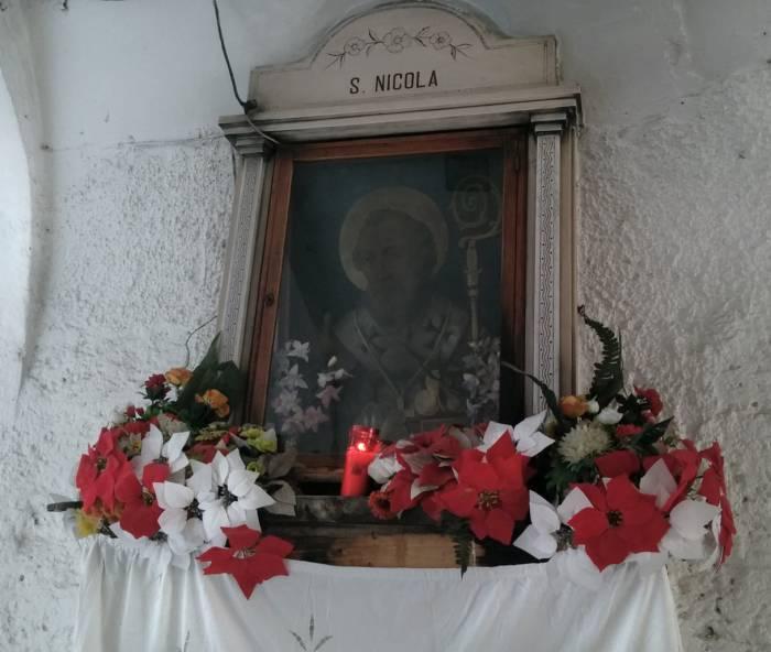 капличка Св. Николая где то среди бесчисленных дворов. Фото Игоря Куржалова
