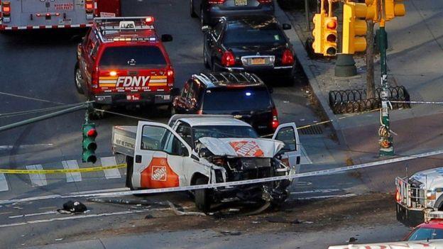 Машина, на которой ехал террорист. Фото REUTERS