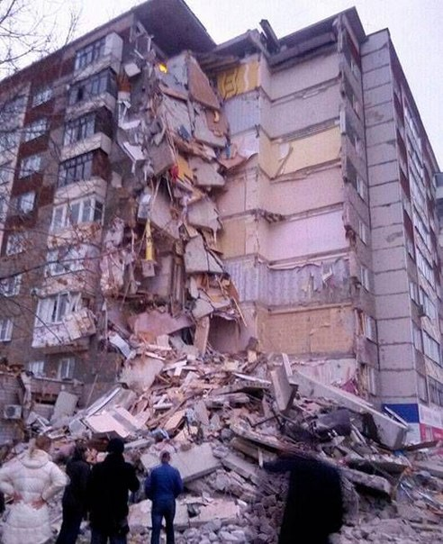 В Ижевске обрушился жилой дом с первого по девятый этажи. Предварительная причина - взрыв газа (дополнено)