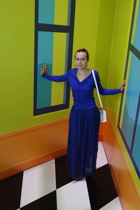 Наш журналист испытывает на себе иррациональное восприятие предметов в музее Амстердама. Фото Ольга Витебская