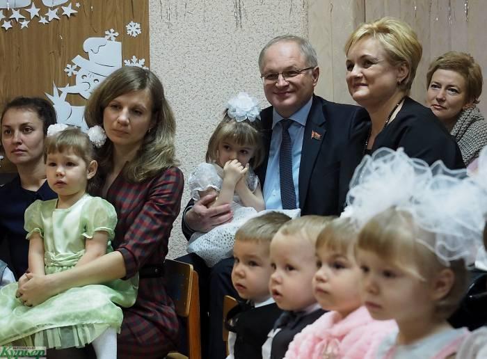 Как прошла новогодняя елка в Витебском Доме ребенка