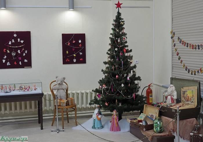 Сотни раритетных новогодних украшений прошлого века на выставке в Витебске