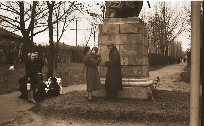 хмельницкого, улица, памятник