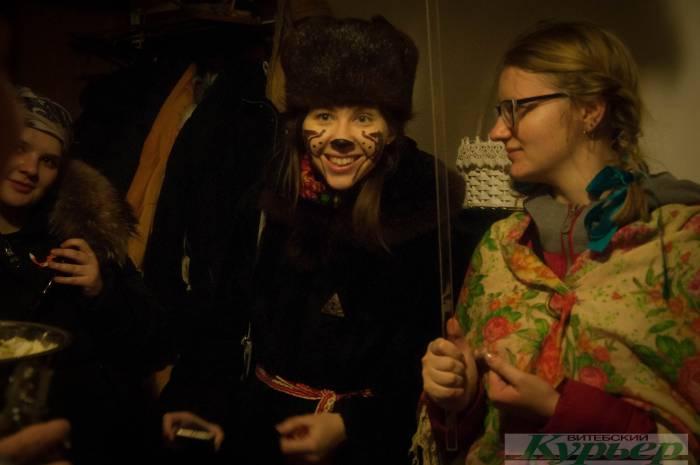 А к вам уже приходили Коза, Цыганка и Медведь ? Как колядуют в обычном витебском доме (видео)