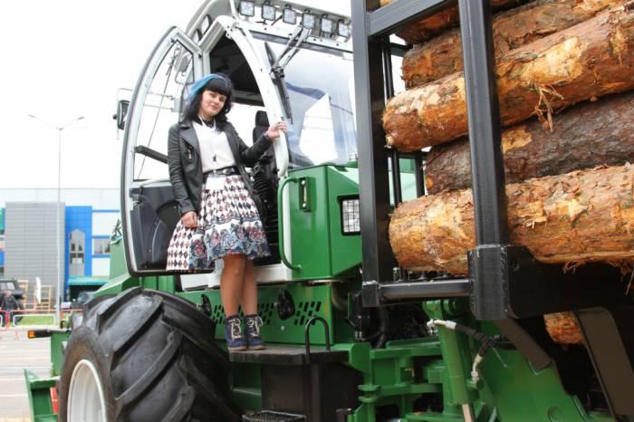 Белоруских женщин научат заготавливать лес с помощью харвестеров и форвардеров