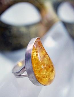 кольцо янтарь