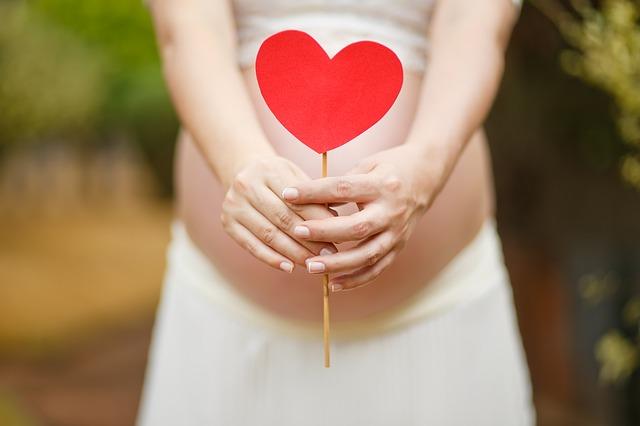 Кушать за двоих, копченые помидоры и никакого секса: 7 типичных ошибок беременных