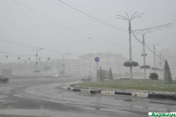 Сегодня Витебск на 5 минут засыпало снегом