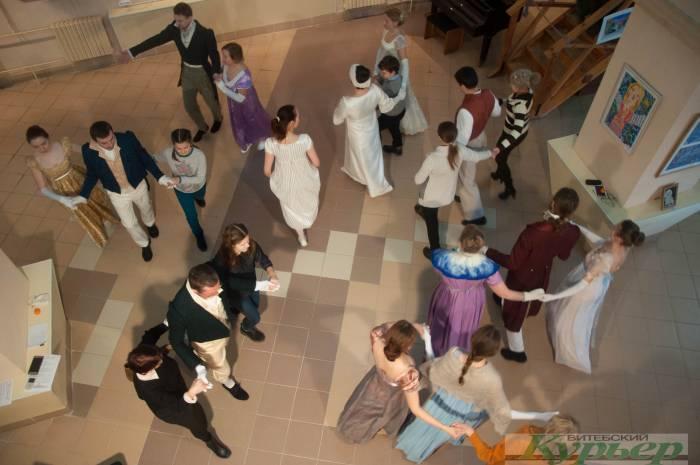 Бесснежный рождественский праздник: Коляды и танцевальный салон XIX века