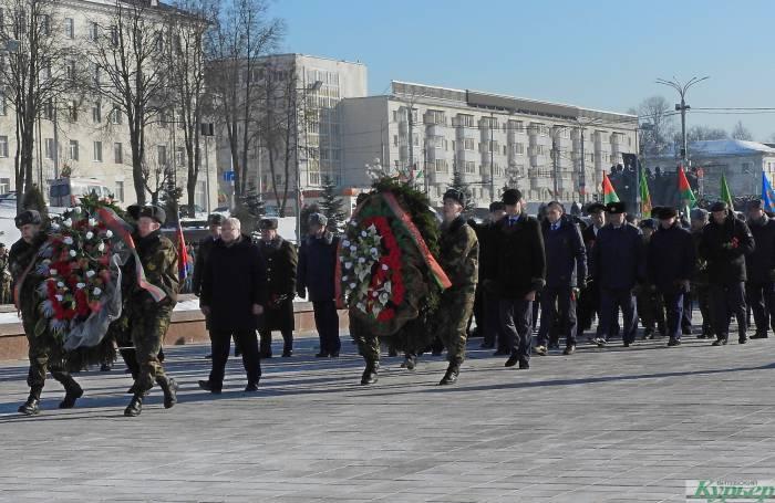 День защитника Отечества в Витебске отметили митингом и шествием войск