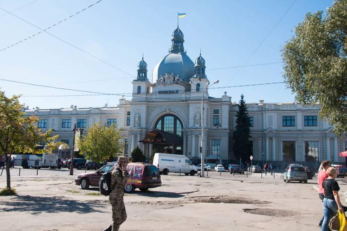 Назначены дополнительные поезда во Львов на мартовские праздники