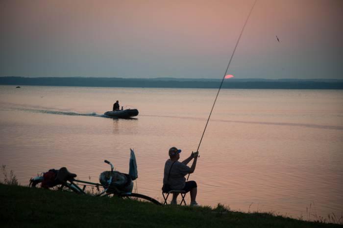 «Это видят все рыболовы, это видят люди, жители приозерья». Кому выгодно уничтожение озер Беларуси?