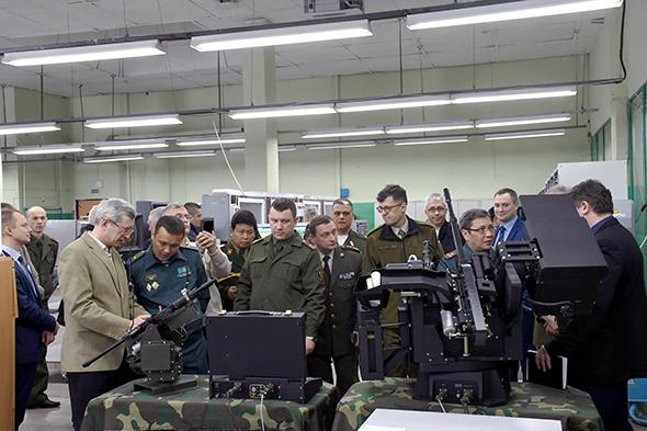 Военные атташе аккредитованных в Беларуси зарубежных дипмиссий 11 стран посетили ОАО «Конструкторское бюро «Дисплей» в Витебске