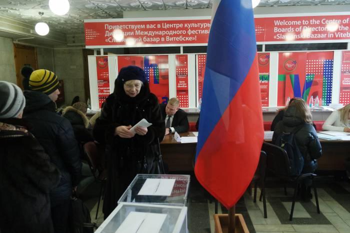 Сейчас в Витебске. В центре города огромная очередь на избирательный участок. За кого голосуют?