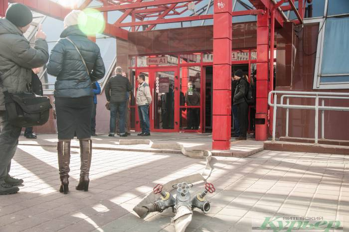 В Витебске разыскивается девушка, которая подозревается в краже в в магазине «Евроопт» в ТЦ «Марко Сити»