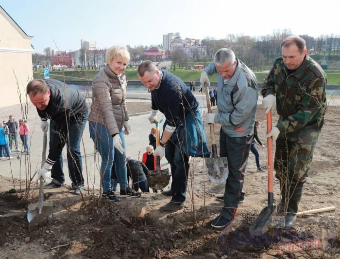 Какие витебские чиновники и где 21 апреля убирали город