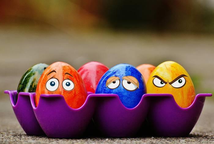 3 легких способа, как украсить пасхальные яйца вместе с ребенком
