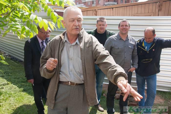 Закон такой? В Витебске на проспекте Строителей вырубили 71 дерево, потому что строят РОВД