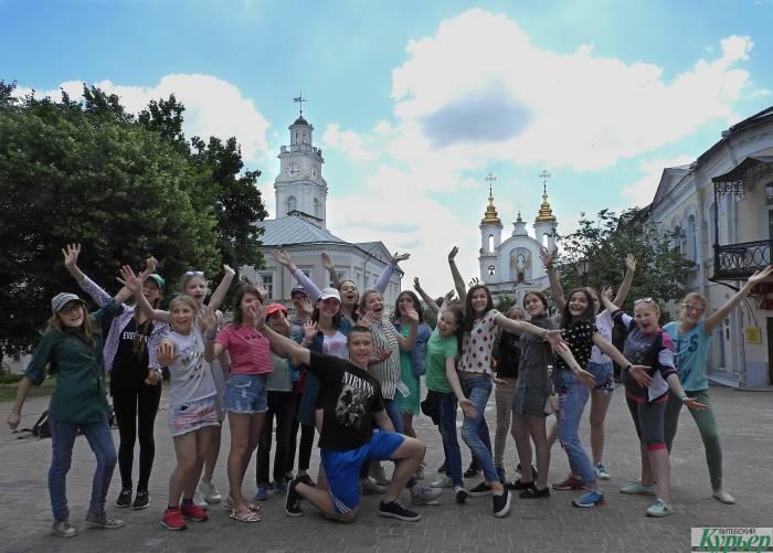 Весело, задорно и по-летнему. Танцевальный флеш-моб на улицах Витебска