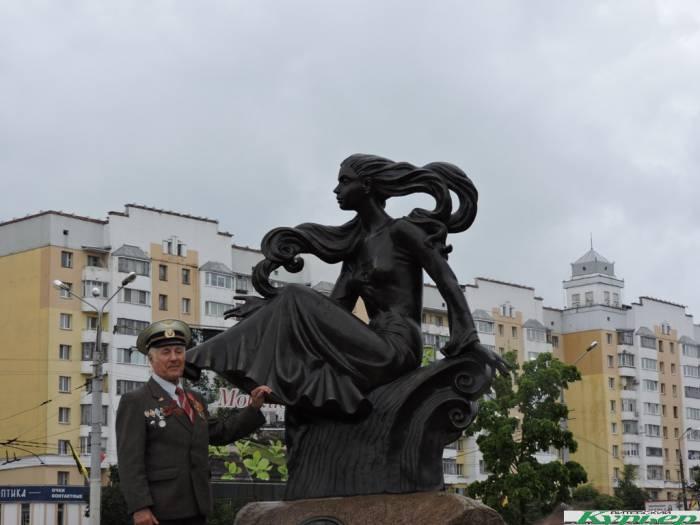 В Витебске под дождем и ветром открыли скульптуру «Лучеса»