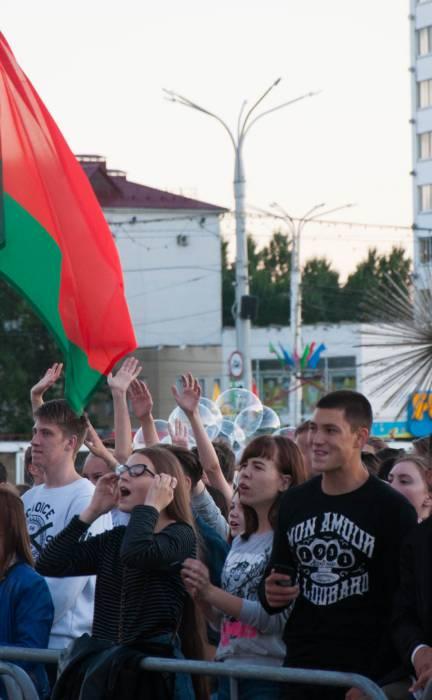 Не только дождь! Солнце, танцы и последние моменты Дня города в Витебске