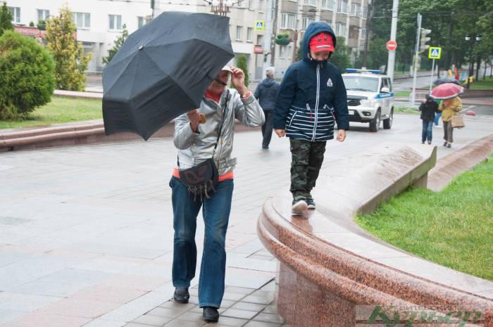 День молодежи на площади Победы: пришли только самые стойкие