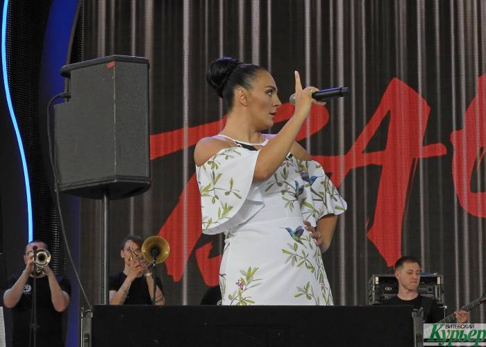 На концерте в Витебске Елена Ваенга сказала, что хотела бы встретиться с Лукашенко