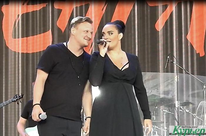 Дуэт Елены Ваенги и Михаила Бублика на сцене Летнего амфитеатра (видео)